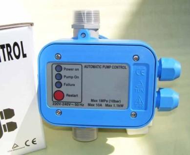 elektronischer Druckschalter Pumpeninstallation, Handwerker Wasserinstallation,